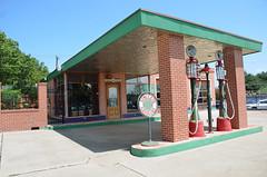 Texas, Fort Worth, Former Gas Station (EC Leatherberry) Tags: texas fortworthtexas gasstation formergasstation sinclair tarrantcounty