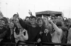 """Chausse Tes Tongs 2017"" (The Blue Water Lily's Company) Tags: fdrouet nb bw monochrome monochrom film analog nikon concert public jeunesse youth chaussetestongs festival bretagne brittany breton"