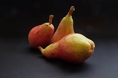 Tres peras -. (valorphoto.1) Tags: peras color natural composición frutas vegetales naturalezasmuertas stilllife photodgv