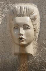 Place d'Assas Nîmes (Emmanuel Cattier -) Tags: nîmes gard france placedassas sculpture raysse martialraysse cattier emmanuelcattier manusoft oeiletlumière oeillumière