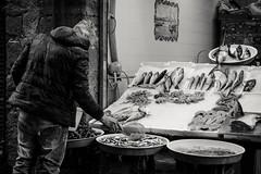 O pisciavinnolo (Marci's) Tags: pisciavinnolo pescivendolo mestiere mestieri napoli mercato mercatodelpasce pesce street streetphotography