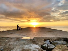 Un #amanecer #playa #beach #sunshine #sunrise #sunset #mar #sea #barcelona #igersbcn #barceloneta #cielo #sky #nubes #cloud #sun #sol #espigon #breakwater #seawall #ciclista #biker #silueta #pescador #fisherman #shapes (Carolina_BCN) Tags: amanecer playa beach sunshine sunrise sunset mar sea barcelona igersbcn barceloneta cielo sky nubes cloud sun sol espigon breakwater seawall ciclista biker silueta pescador fisherman shapes