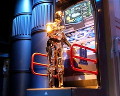 C-3PO - Tour Guide (AndyM.) Tags: canon eos 6d california disneyland anaheim 40mm
