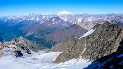 Widok z południowo-zach grani Tetnuldi na lodowiec Kasebi. W oddali Uszba i Elbrus. (Tomasz Bobrowski) Tags: kasebi elbrus wspinanie mountains ushba kaukaz tetnuldi gruzja góry caucasus georgia uszba climbing