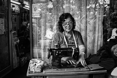 An old sewing machine (Smaffro) Tags: person people work old thailand street streetperson streetphotografy travel traveling bangkok lady canon 1300d canon1300d blackandwhite bew woman