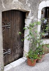 La porte brune (bd168) Tags: batiments oldbuildings history histoire france xt10