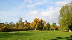 Schlosspark Sondershausen (Tobi NDH) Tags: landscape landschaft sondershausen park schlosspark schlossturm countryside tree sky clouds wiese herbst autumn fall 2017 kyffhäuserkreis thüringen nordthüringen thuringia deutschland germany