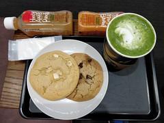 Matcha latte JPY430, cookies JPY200 each, juices JPY300 each - Starbucks, Narita Airport Terminal 2 (avlxyz) Tags: fb3 matchalatte greentea