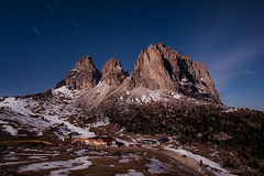 in the moonlight (cfaobam) Tags: dolomiti dolomiten dolomites outdoor globetrotter nature landscape landschaft travel alpen alps berg berge cloud clouds european frozen gebirgsmassiv italien italy kalkalpen mountains naturpark südtirol schnee mountain abhang felsen startrail