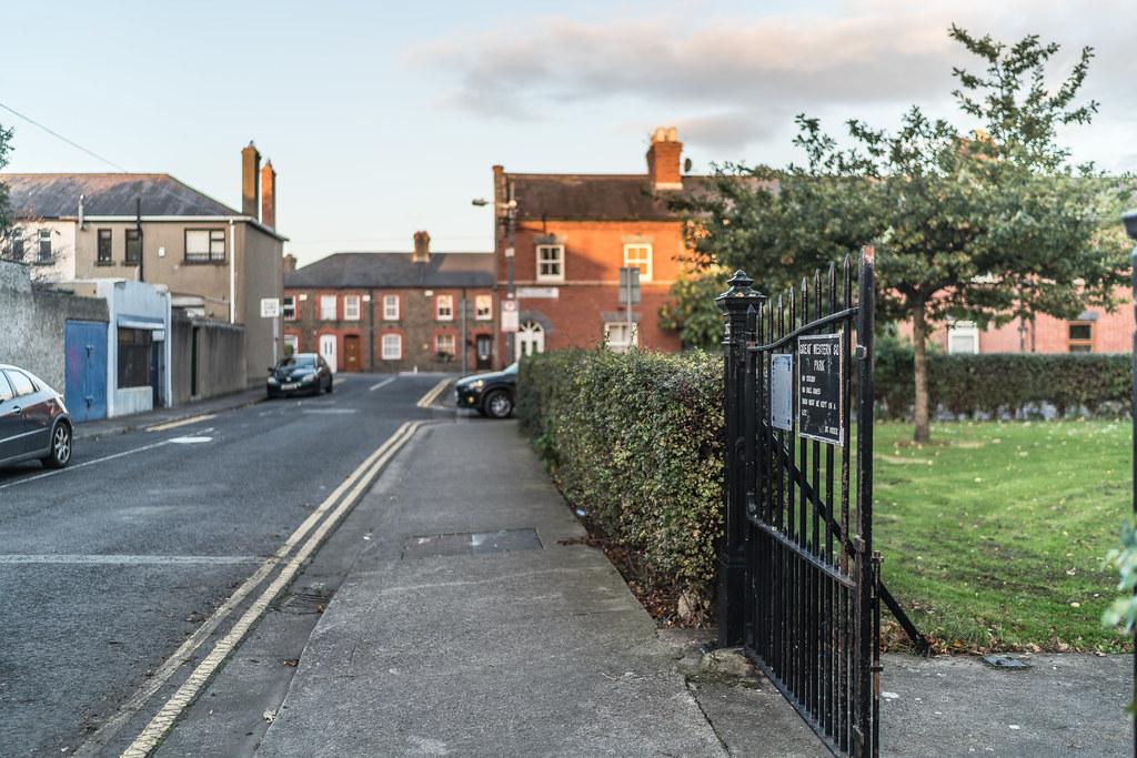 SMALL PUBLIC PARK [GREAT WESTERN SQUARE DUBLIN 7]-133115