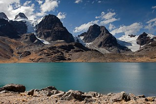 Laguna Chiar Khota in Condoriri Mountains