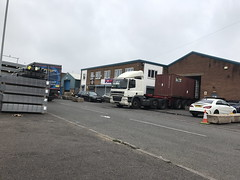 DAF Articulated - Shipping Container 2017 (Paul.Bevan) Tags: daf unit cf xf articulated semi uk england tividale loadingup shippingcontainer skeletaltrailer factoryunit kerb streetview greysky outdoors myview officeview trafficcone dirtylorry truck car industrial