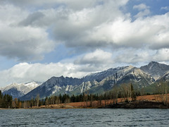 02 When the storm moved in (annkelliott) Tags: alberta canada kananaskis kcountry rockymountains canadianrockies abovecanmore quarrylake nature scenery landscape mountain peak mountainslope mountainside rock forest tree trees water lake whitecaps verystrongwinds sky clouds storm outdoor fall autumn 17october2017 fz200 fz2004 panasonic lumix annkelliott anneelliott ©anneelliott2017 ©allrightsreserved