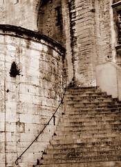 Avignon memories (Anoplius) Tags: palaisdespapes palais des papes anoplius nikon nikond5100 france frankreich avignon monochrome blackandwhite schwarzweiss building stone stein