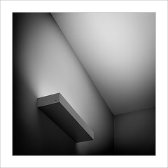 Eixe tímid racó XI / That shy corner XI (ximo rosell) Tags: ximorosell bn blackandwhite blancoynegro bw minimal arquitectura architecture abstract abstracció llum luz light llums squares cuadrado