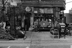 Pilsen - Chicago - 22 Oct 2017 - 80D - 107 - FLKR111 (Andre's Street Photography) Tags: pilsenchicago22oct201780d chicago pilsen chicagoil chitown secondcity windycity westside southwestside urban urbanlandscape buildings architecture bohemianarchitecture settledbyeasteuropeans mexicanneighborhood bw bwphotography architecturalphotography urbanphotography zwartwit schwarzweiss noiretblanc blancoynegro blancoenero bn chicagocapture chicagoist urbanchicago photobyandrevanvegten chicagoreader chicagojournal chicagotribune chicagomagazine wbez aroundillinois landoflincoln gentrification workingclassneighborhood neighborhoodintransition canon eos eos80d efs1018mmstm
