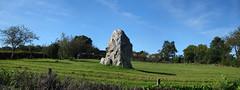 « La Dent de Gargantua » à Saint-Suliac - Ille-et-Vilaine - Septembre 2017 - 02 (Erwan Corre) Tags: mégalithe menhir illeetvilaine saintsuliac dentdegargantua dent gargantua quartzite quartz verger bretagne légende
