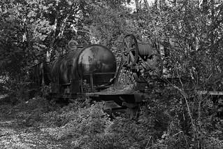 Oude treinwagons (zwart-wit).