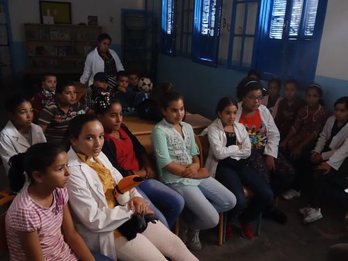 Les élèves regardant le reportage des Petits Capellos.