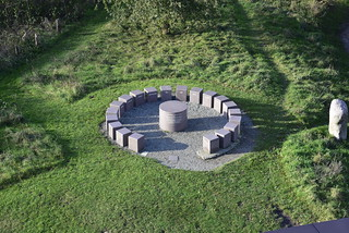 Auf dem Aschberg - Symbol des freiwilligen Zusammenschlusses von 20 Gemeinden zum europäischen Fördergebiet Naturpark Hüttener Berge (1)