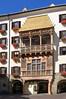 Innsbruck - Altstadt (04) - Goldenes Dachl (Pixelteufel) Tags: innsbruck tirol tyrol österreich austria tourismus architektur fassade gebäude altstadt innenstadt city stadtmitte stadtkern historisch restauriert erneuert goldenesdachl erker stuck malerei wandmalerei fusgängerzone gotik gotisch
