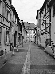 Empty Street (fs999) Tags: fs999 fschneider aficionados zinzins pentax 645 645n pentaxist pentaxian justpentax 6x45 film camera filmcamera 60x45 ashotadayorso topqualityimage topqualityimageonly artcafe pentaxart corel paintshoppro paintshoppro2018ultimate 2018ultimate colmar hautrhin alsace france rollei retro 80s retro80s rolleiretro80s 80iso blackwhite blackandwhite bw noirblanc noiretblanc nb blackwhitephotos caffenol cl stand home development epson perfection v500 scanner 3200dpi betterscanning pentaxfa64545mmf28ed fa45 45mm
