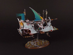 Drukhari Raider (Uruk's Customs) Tags: games workshop warhammer wh40k dark eldar drukhari cabal pallid sun raider wyches kabalite warriors