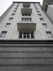 Die Fassade. / 23.10.2017 (ben.kaden) Tags: berlin friedrichshain frankfurtertor architekturderddr architektur hermannhenselmann 2017 23102017
