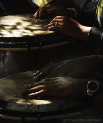 """""""Bendita essas mãos sobre o atabaque."""" (Pri G Guerra) Tags: paraty flip festaliterária costaverde riodejaneiro brasil umbanda atabaque mãos sol"""