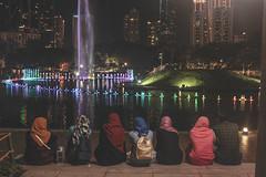 Muslim girls in Kuala Lumpur (cristianfranco) Tags: kuala lumpur malasia malasya asia asiatico muslim musulman girls girl night petrona petronas torwer city