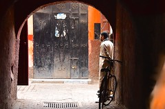 Marocco- Marrakech (venturidonatella) Tags: marocco morocco africa marrakech street streetscene streetlife persone people portrait gentes colori colors bike bicicletta nikon nikond500 d500 bestportraitsaoi elitegalleryaoi