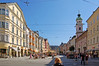 Innsbruck - Altstadt (07) - Maria-Theresien-Strasse (Pixelteufel) Tags: innsbruck tirol tyrol österreich austria tourismus architektur fassade gebäude altstadt innenstadt city stadtmitte stadtkern historisch restauriert erneuert geschäft geschäftshaus laden einkaufen shop shopping strasencafé erker giebel fusgängerzone