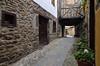 Al final de la calle (Txemari Roncero) Tags: arquitectura arquitecture calle street potes cantabria pueblo españa casas nikond7000 viajes vacaciones txemarironcero tokina tokina1224