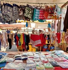 opções (luyunes) Tags: comercio comercioambulante comercioderua cidade compra venda camelôs rua comércioderua colorido cor motoz luciayunes fotoderua cenaderua