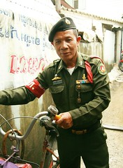 army military policeman (the foreign photographer - ฝรั่งถ่) Tags: army military policeman bicycle uniform khlong thanon portraits bangkhen bangkok thailand canon kiss