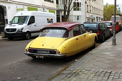Citroën D Spécial I 1971–1975 (Transaxle (alias Toprope)) Tags: 15faves 15favs 50v5f citroen france french anncienne annciennes city urban downtown auto autos car cars coche coches voiture voitures macchina macchine curb curbs kerb kerbs parking street avenue road strada calle beauty soul power toprope berlin snap shot snapshot classic citroën classics citroënclassics clasicos cochesclasicos classiccars anciennes vieille vieilles automobiles françaises automobilesfrançaises ds pallas citroends deesse déesse göttin 1971 1972 1973 1974 1975 yellow rue avenida streets snapshots spotting carro carros streetcar streetcars 10favs 10faves