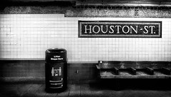 between stop: Houston St., NYC (Le Xuan-Cung) Tags: betweenstop houstonst nyc newyorkcity usa streetphotography platform midday sw bw nb noiretblanc blackandwhite bigcity