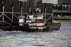 r_171018337_beat0066_a (Mitch Waxman) Tags: eastrivershoreline tugboat newyork