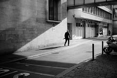 stepping towards the weekend (gato-gato-gato) Tags: 35mm ch contax contaxt2 iso400 ilford ls600 noritsu noritsuls600 schweiz strasse street streetphotographer streetphotography streettogs suisse svizzera switzerland t2 zueri zuerich zurigo z¸rich analog analogphotography believeinfilm film filmisnotdead filmphotography flickr gatogatogato gatogatogatoch homedeveloped pointandshoot streetphoto streetpic tobiasgaulkech wwwgatogatogatoch zürich black white schwarz weiss bw blanco negro monochrom monochrome blanc noir strase onthestreets mensch person human pedestrian fussgänger fusgänger passant sviss zwitserland isviçre autofocus