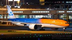 PH-BVA (tynophotography) Tags: ams eham schiphol phbva orange pride orangepride amsterdam nightshot airport klm 777300er 777 773 77w boeing beacon p3