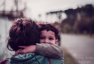 Aferrado al amor de madre