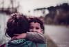 Aferrado al amor de madre (rbastias1991) Tags: abrazo vintage madre hijo bebe guagua niño retrato amor ternura cachorro mirada sonrisa portrait