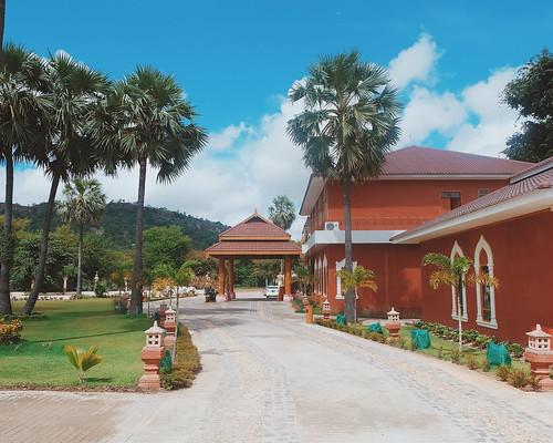 Lotus Bagan Hotel