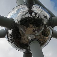 Fe (albi_tai) Tags: fe ferro atomo atomium bruxelles belgio palla sfera specchio mirror riflesso forma albitai samsung s7 figofono
