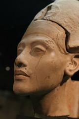(unnamedcrewmember) Tags: germany museum museumaugustkestner august kestner hannover egyptian old decay art skulptur sculpture statue figur gesicht face altertum antiquity ancient 1770mmf284dcmakrooshsm portrait antique ägyptisch ägypten figuren archäologie archaeology isis osiris