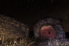 ponton de la oliva (profesorxproyect) Tags: nikon nocturna naturaleza ponton sierra madrid patones d5100 night lightpainting longexposition lactea startlight nature flash ruinas ruins