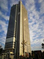 Secret October (VauGio) Tags: huawei p10 leica torino turin grattacielo skyscraper giardini parco