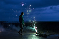 2J5A4092 (左 撇子) Tags: 5d3 firework light night blue girl black love 50mmf18stm tangjashang jashangtang 左撇子 左撇子人像 左撇子攝影 煙火 花火