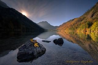 Herbstzeit am Langbathsee