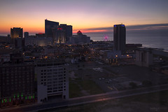Atlantic City Sunrise (New Jersey) (Andrea Moscato) Tags: andreamoscato america statiuniti usa unitedstates us cielo clouds city città cityscape sunrise alba morning building edificio resort hotel structure architecture architettura downtown town sea mare ocean oceano light shadow dark danmark ombre luci view vista overlook yellow red street